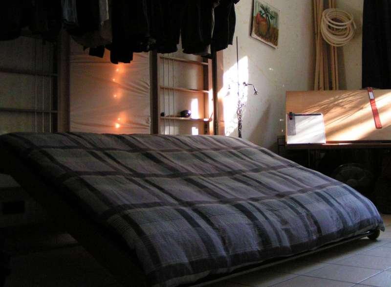 Rajzolj-összecsukható ágy. És egyéb saját készítésű bútorok.