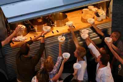 Suppentag. Mobile Suppenküche in Köln.
